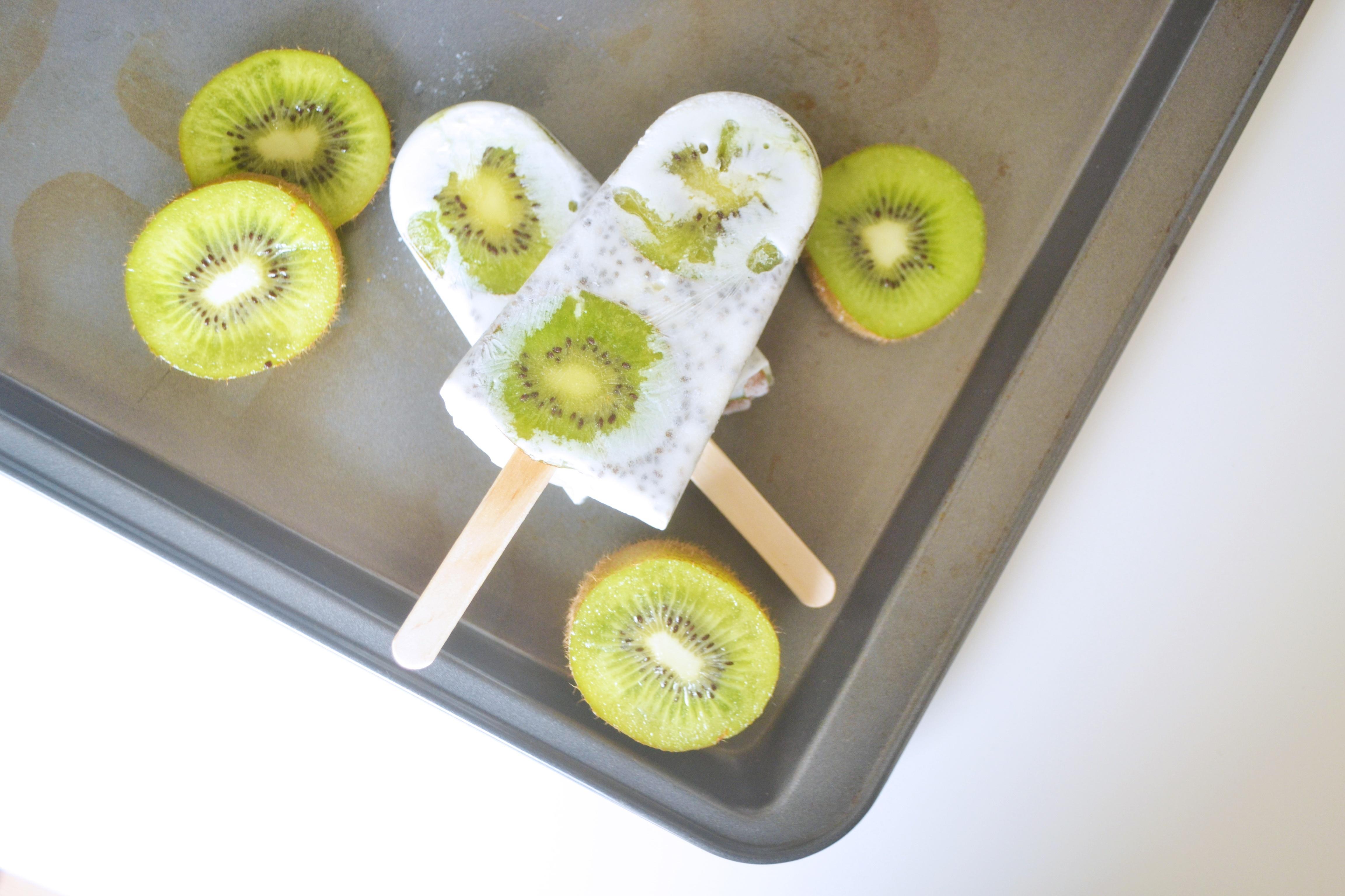 Sucette glacée aux kiwi et graines de chia