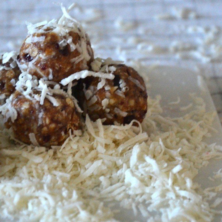 Boules d'énergie à la noix de coco