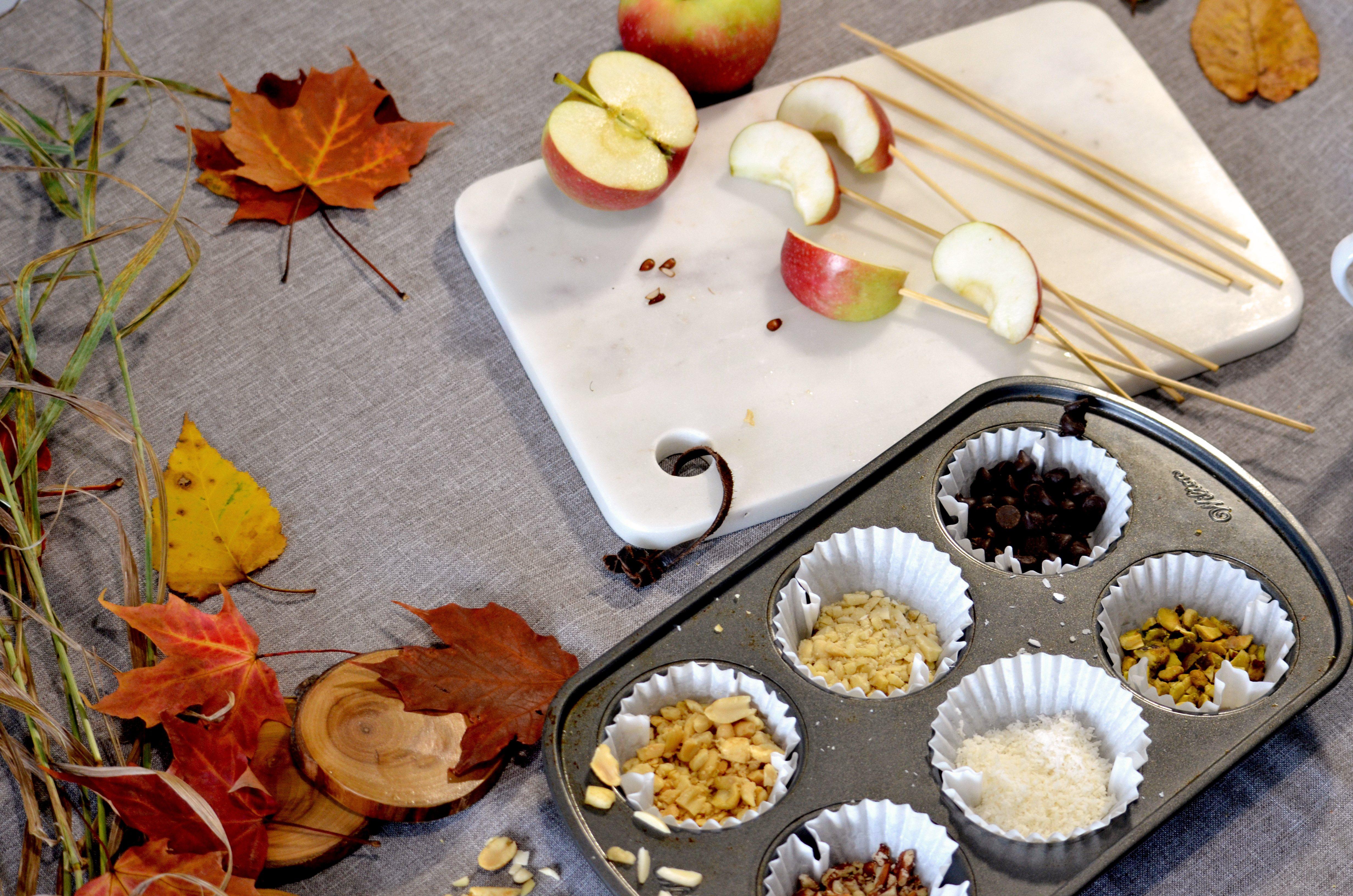 Bar d'assaissonnement de quartiers de pommes aux caramel