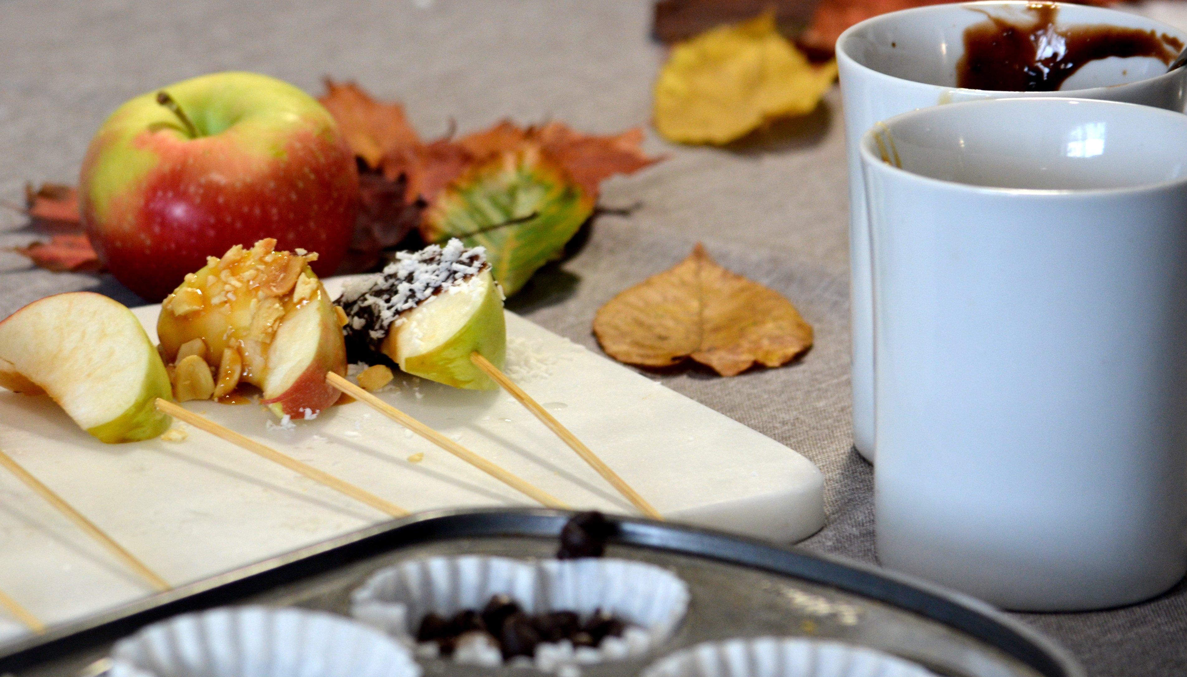 Quartiers de pommes au caramel et chocolat garnie