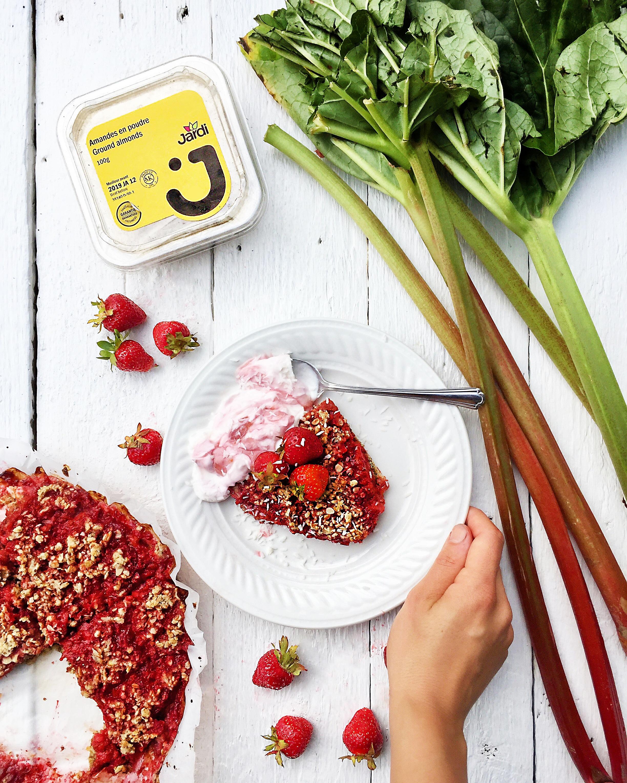 Croustade santé aux fraises et à la rhubarbe
