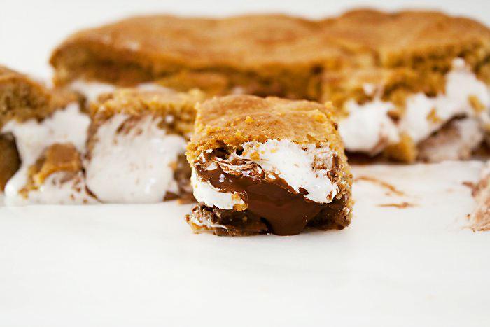 Carrés dégoulinants chocolat & guimauve façon s'mores