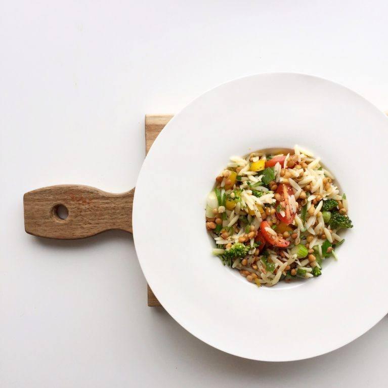 Salade orzo, brocoli et lentilles